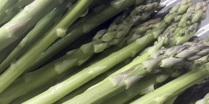 Frischer Grünspargel, regional, bio