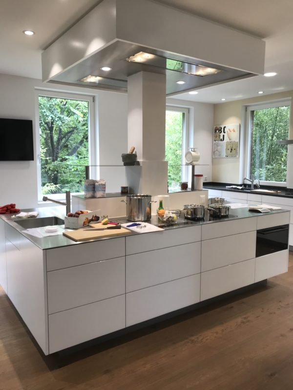 Küche vom Esspunkt Laupen. Dort können auch Rühr-Werk Kurse gebucht werden.