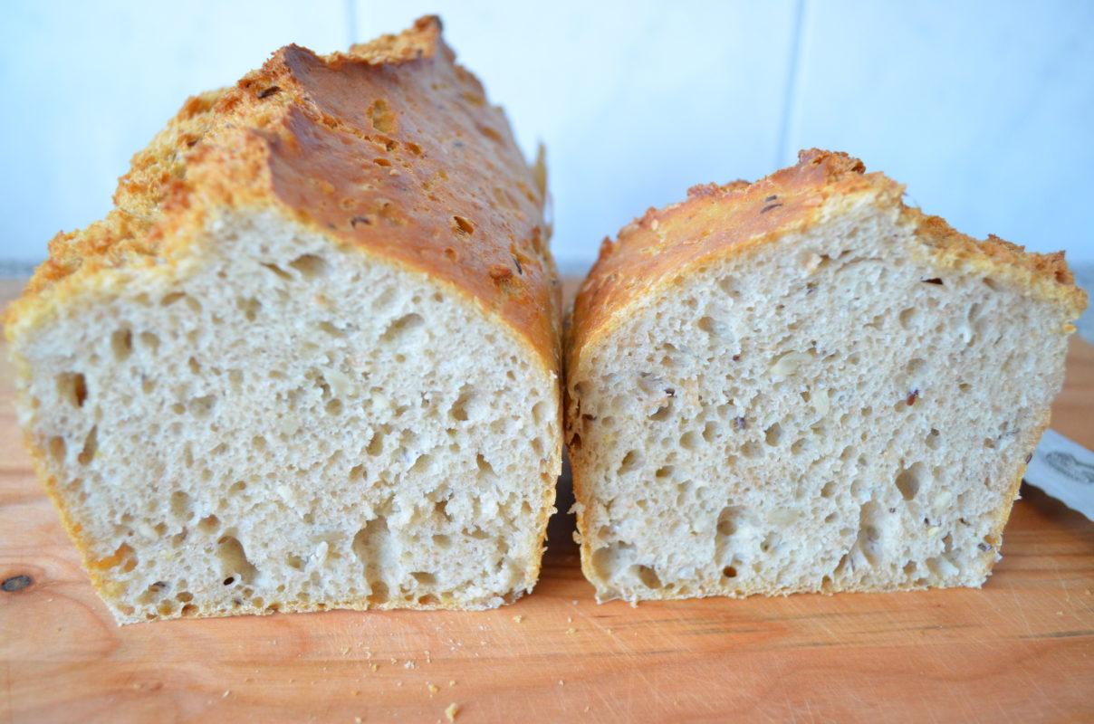 Anschnitt des Nicht-kneten-Brotes